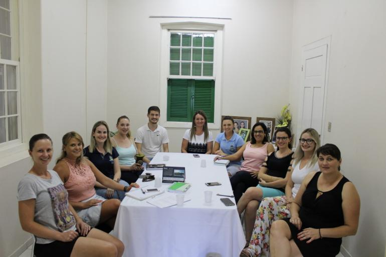 Comissão organizadora do baile de escolha: grupo reuniu-se na terça-feira para discutir ideias e projetos para o Baile de Escolha.
